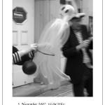 Das Duo Dings wird während des Ballonknotens von einem Gespenst gestört.