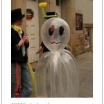 Die Ballonkünstler beraten sich darüber, wo das Gespenst nun sein könnte.