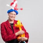 Nina vom Duo Dings mit ihrer Lieblings-Luftballon-Ente